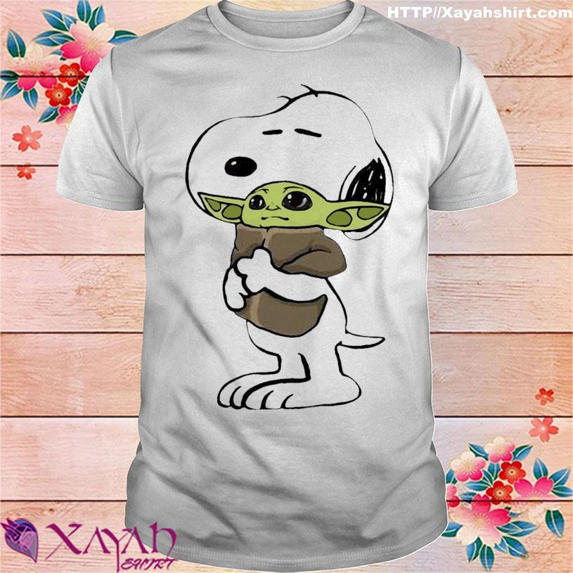 Official 2021 the Snoopy hug Baby Yoda shirt